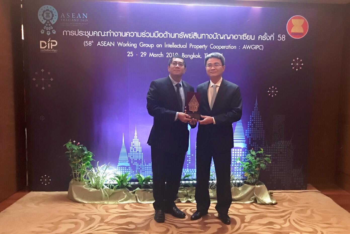 Cục trưởng Đinh Hữu Phí tiếp nhận vị trí Chủ tịch AWGIPC từ Indonesia